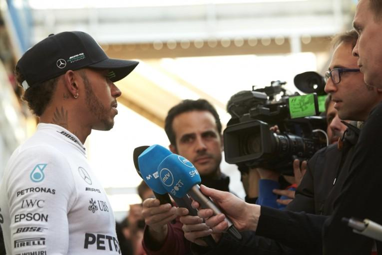F1 | 仮病のジョークを飛ばしたハミルトンがF1テスト最終日の走行を取りやめ。「マシントラブル」と弁明