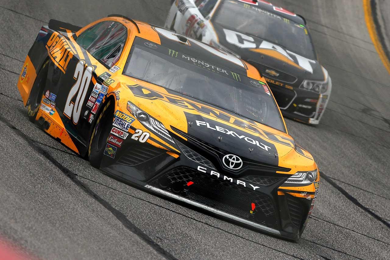 NASCAR:0.565秒差でフォードが2連勝。トヨタ・カムリは3位食い込む