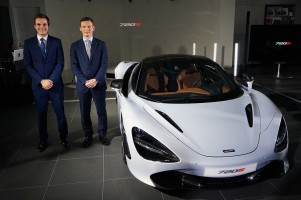 発表会で720Sの詳細を語ったマクラーレン・オートモーティブのジョージ・ビッグス氏(右)、ピーター・セル氏(左)。