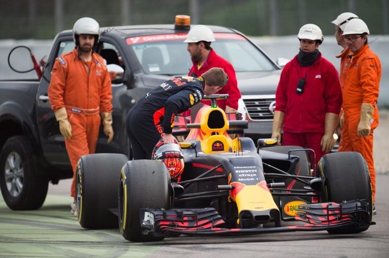 F1   ルノー製F1パワーユニットに相次ぐトラブル。フェルスタッペン、交換後にコース上でストップ