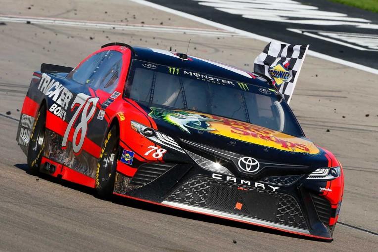 NASCAR第3戦ラスベガス 優勝したマーティン・トゥルークスJr.(トヨタ・カムリ)