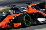 2017年第1回F1プレシーズンテスト ストフェル・バンドーン(マクラーレン)とバルテリ・ボッタス(メルセデス)