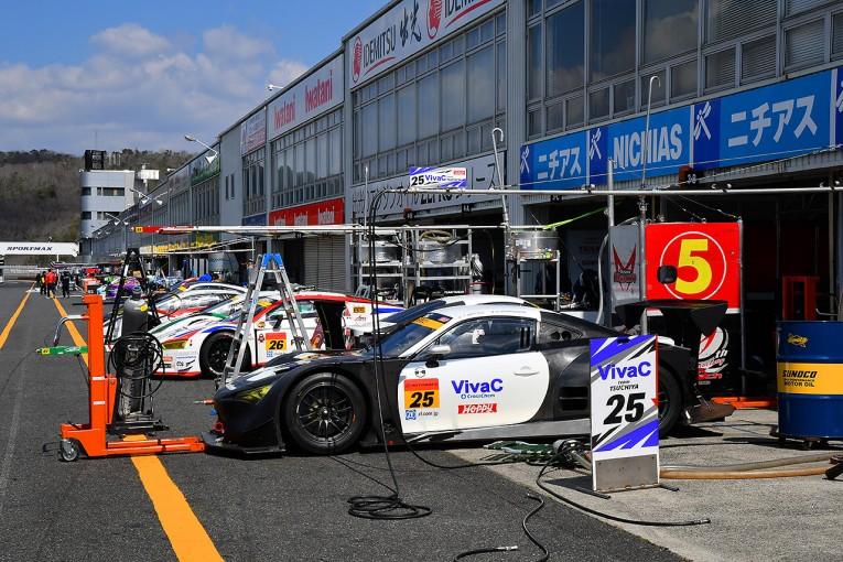 岡山国際サーキットには2017年に参戦するGTマシンが続々と運び込まれた。