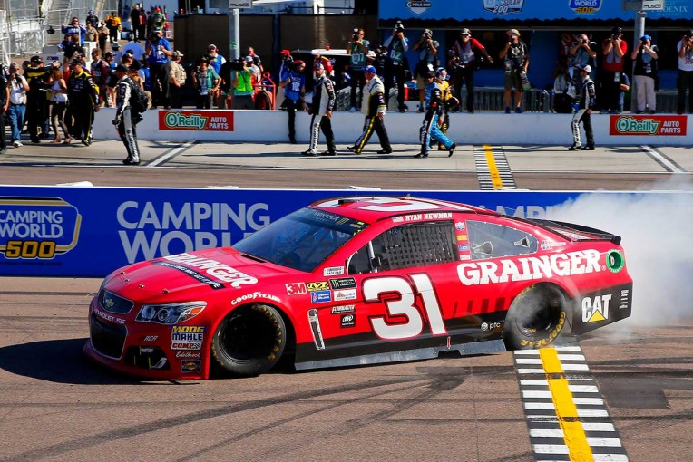 NASCARフェニックス 優勝したライアン・ニューマン(シボレーSS)