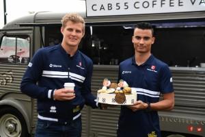 2017年F1オーストラリアGP:エリクソンとウェーレイン、ザウバー25周年をケーキでお祝い