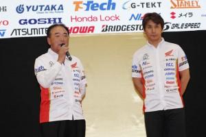 井上満夫監督(左)と伊藤真一(右)