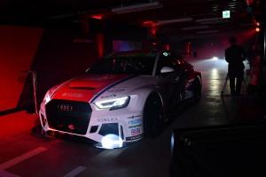 発表会会場内を走るAudi Team DreamDriveのRS3 LMS
