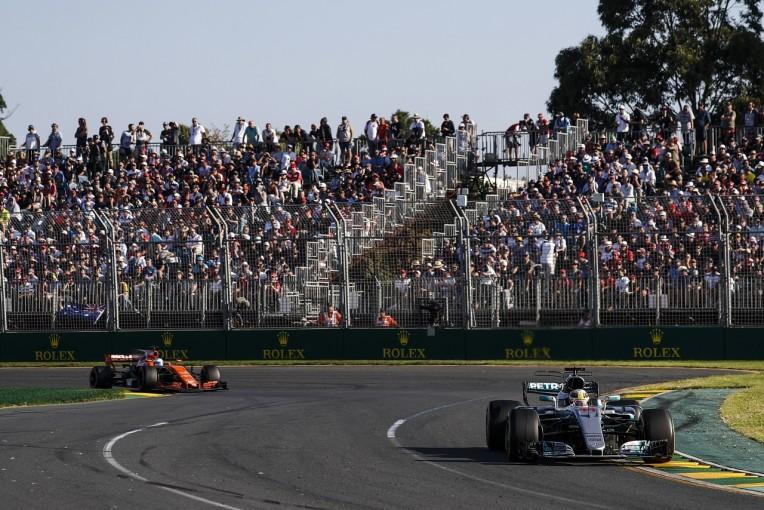 "F1 | 「アロンソが""ベストドライバー同士の今季F1タイトル争い""に加われないのは残念」とハミルトン"