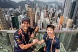 """F1   【動画】リカルドとフェルスタッペン、F1中国GPに先駆け""""最速""""に挑む"""