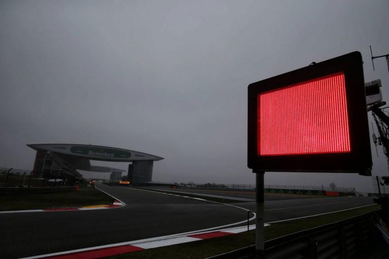 F1 | F1中国GPフリー走行1回目:視界不良で赤旗中断。わずか4周のフェルスタッペンがトップ