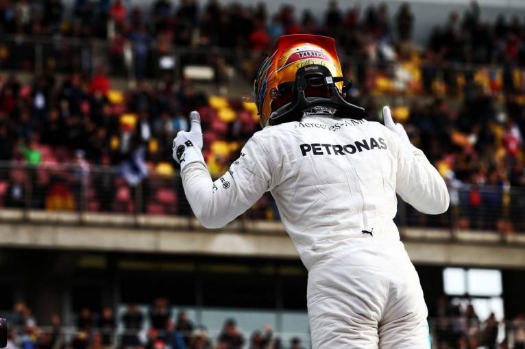F1 | F1中国GP予選:ハミルトンが2戦連続ポール獲得、ベッテルはコンマ2秒及ばず
