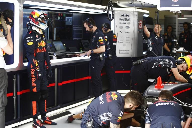 F1 | リカルド「大胆な変更で何とか改善。チャンスを逃さず表彰台を目指して戦う」:レッドブル F1中国土曜