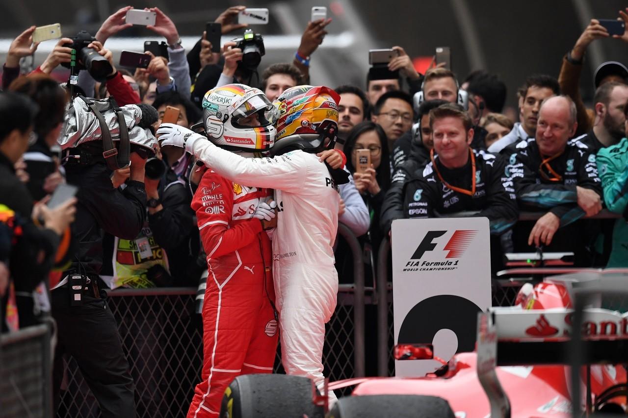 2017年F1第2戦中国GP ルイス・ハミルトン(メルセデス)とセバスチャン・ベッテル(フェラーリ)