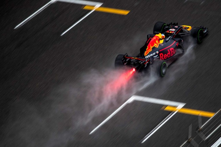 F1   ピレリ「ソフトタイヤとスーパーソフトタイヤで多岐にわたる戦略がみられた」