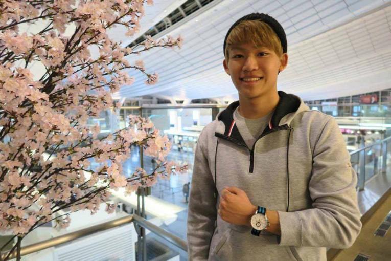 開幕戦を控えた3月末、一時帰国した羽田国際空港でお花見