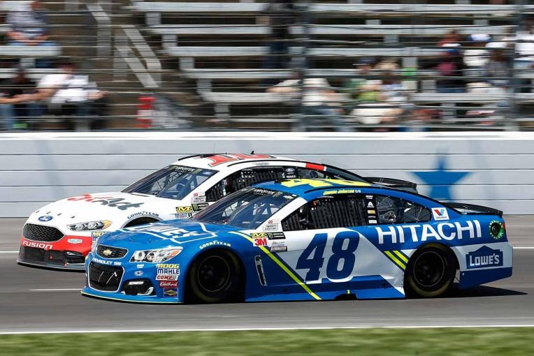 海外レース他   NASCAR第7戦:舗装一新のテキサス戦は、シボレーSS操るジミー・ジョンソンに軍配