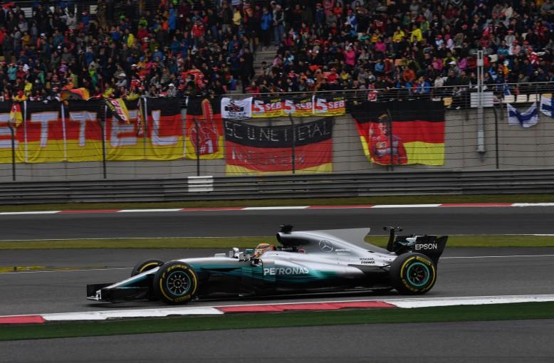 F1 | ハミルトン「『W08』は15cm長い」。ホイールベースの違いが与える影響に関心