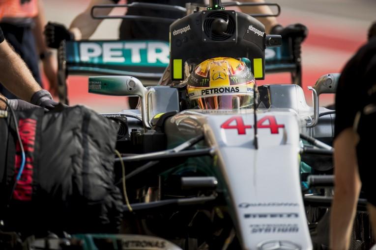 F1 | ハミルトン「最速フェラーリにコンマ2、3秒負けている」:メルセデス F1バーレーンGP金曜