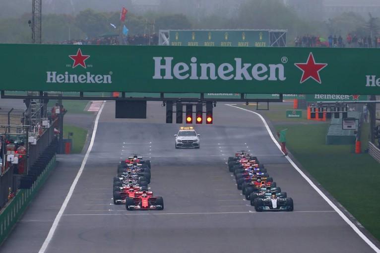 F1 | スタート時の停車位置についてFIAが通達。グリッド枠を大きく外れた場合にはペナルティ