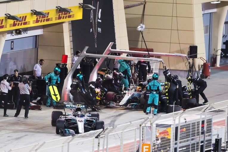 F1   ハミルトン「自分のミスでペナルティ。勝利のチャンスを逃した」:メルセデス F1バーレーンGP日曜
