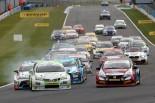 レース1予選で繰り上がりポールとなったロブ・オースティンの旧型トヨタ・アベンシス