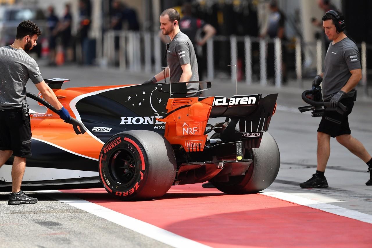 """F1F1イタリアGP決勝:孤軍奮闘のライコネンは力及ばず、メルセデスのハミルトンが作戦勝ちF1F1""""遅い""""アロンソに予選を台無しにされたとマグヌッセンが激怒。「さっさと引退してほしい」と毒づくF1予選9番手のガスリー「ホンダの進歩は明らか。パワー感度の高いコースで驚きの結果を出せた」:トロロッソ・ホンダ F1イタリアGP土曜F12番手ベッテル、チームオーダーに否定的「ライコネンは勝つことを許されるだろう」:F1イタリアGP土曜F1トロロッソ・ホンダF1密着:イタリアGP予選Q1のアタック回数で明暗分かれたガスリーとハートレーF1アロンソ、5日にインディカーの非公開テストを実施「来年を決める重要な日にはならない」海外レース他FIA F2:14番手スタートから初優勝の牧野。「信じられない」と喜びを語るNews Ranking本日のレースクイーン"""