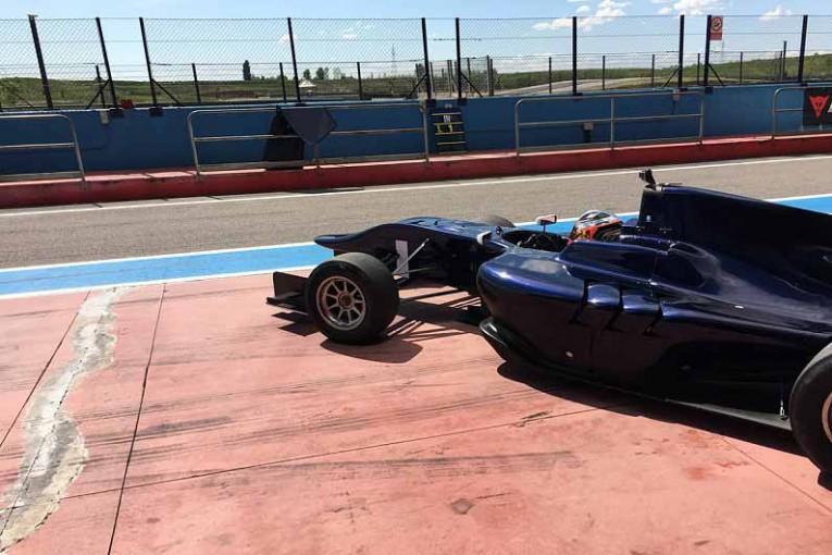 海外レース他 | ロバート・クビカがGP3マシンをドライブ。2011年の事故後、初のフォーミュラ復帰