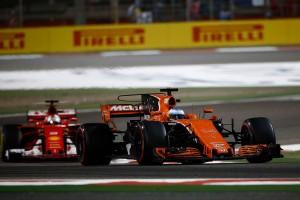 """F1では王者の貫録を見せるもインディ500では""""ルーキー""""のアロンソ"""