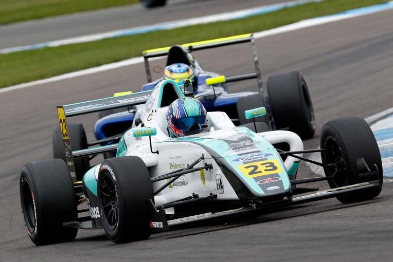 海外レース他 | 英国F4で2台が大クラッシュ。17歳のビリー・モンガーが両足失う重傷