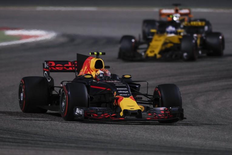 2017年F1バーレーンGP マックス・フェルスタッペン(レッドブル)とニコ・ヒュルケンベルグ(ルノー)
