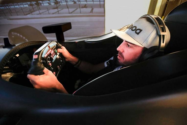 海外レース他 | インディ500準備を進めるアロンソ「シミュレーターではどれだけ難しいかわからない」
