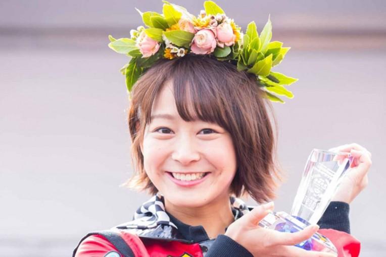 スーパーGT   スーパーGT第2戦富士にAKB48 Team 8太田奈緒さん来場。激闘のゴールに華添える