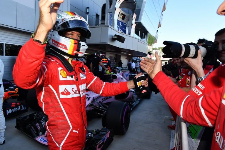 F1   ポールのベッテル「ついにメルセデスを1列目から追い落とした。『最高』のひと言」フェラーリ F1ロシアGP