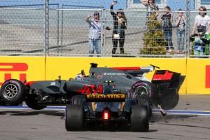 F1ロシアGP決勝 ジョリオン・パーマーとロマン・グロージャンがクラッシュ