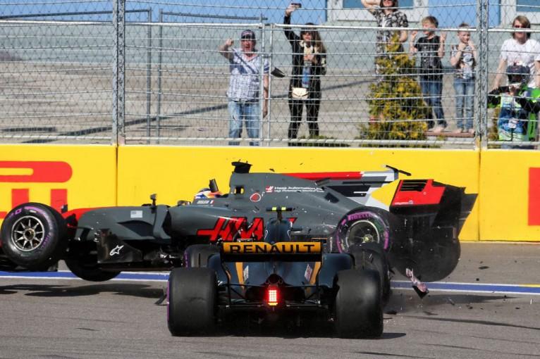 F1   【動画】スタート早々にクラッシュ、散々な週末となったグロージャンとパーマー/F1ロシアGP決勝