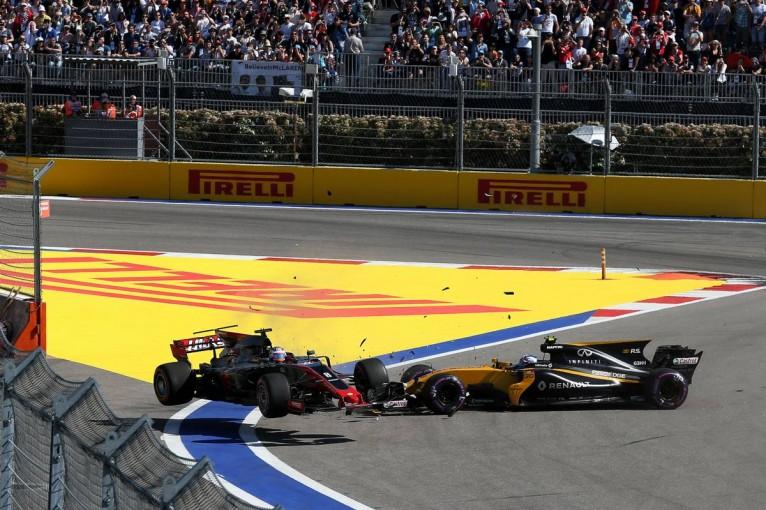 F1 | パーマー、F1ロシアGPのクラッシュでグロージャンを非難。「頭を使ってほしい」