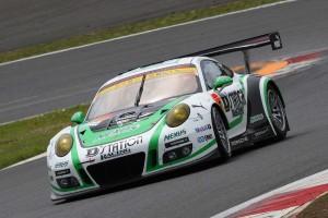 D'station Porscheは予選3番手タイムを記録したものの、四輪脱輪でタイム抹消の憂き目に