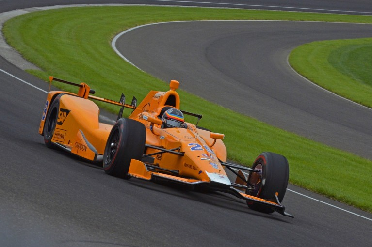F1 | インディ500挑戦のアロンソ、ルーキー・オリエンテーションを完了。オーバル初テストを順調に終える