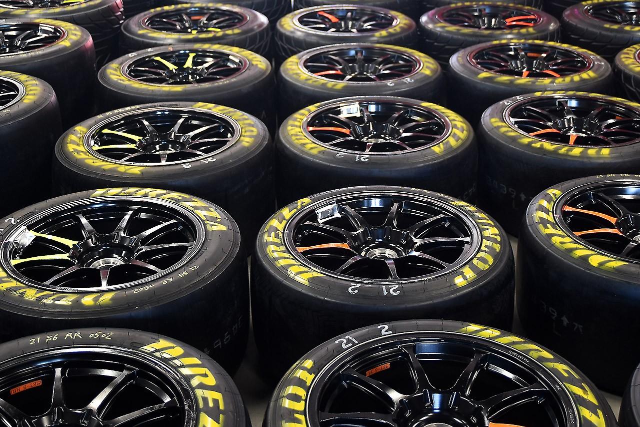 06最新レーシングギア、市販NSX&LC500等々……。スーパーGT第2戦富士トピックス