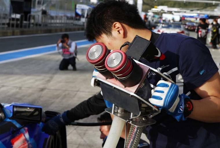 スーパーGT   気になるレース専用メカ&パーツ:スーパーGTの給油、クイックチャージャーの仕組み