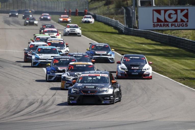 海外レース他   STCC:TCR規定移行後初の開幕戦はセアトが連勝。レース3はVWが勝利