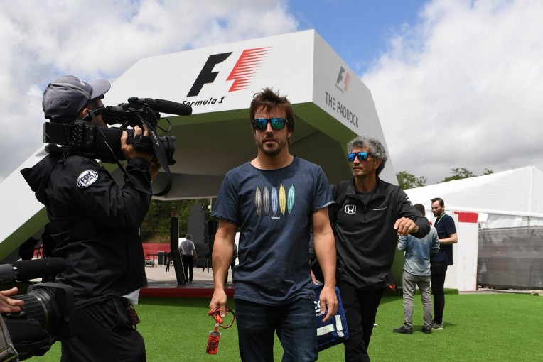 F1 | アロンソ「マクラーレン・ホンダの現状は受け入れられないが今のF1は大好き」。去就の判断は10月までに