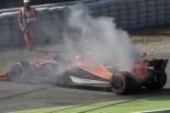 2017年F1第5戦スペインGP金曜FP1 フェルナンド・アロンソ(マクラーレン・ホンダ)にパワーユニットトラブル、白煙を上げるマシン