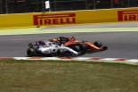 2017年F1第5戦スペインGP ストフェル・バンドーン(マクラーレン・ホンダ)がフェリペ・マッサ(ウイリアムズ)と接触