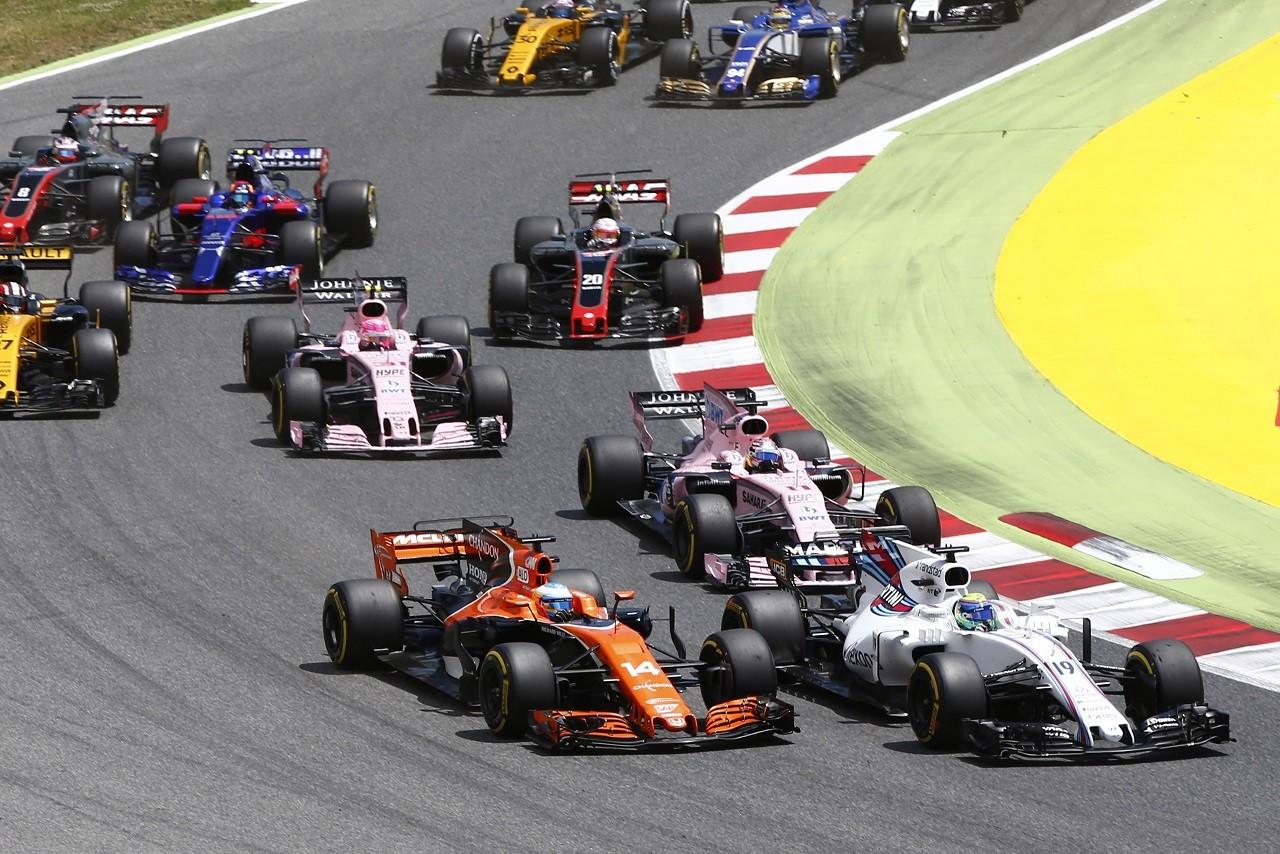 2017年F1第5戦スペインGP フェルナンド・アロンソ(マクラーレン・ホンダ)、スタート直後にフェリペ・マッサ(ウイリアムズ)と接触