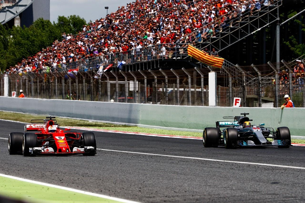 2017年F1第5戦スペインGP セバスチャン・ベッテル(フェラーリ)とルイス・ハミルトン(メルセデス)が息詰まる優勝争いを展開
