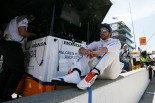 F1とは違うファン対応に驚くフェルナンド・アロンソ