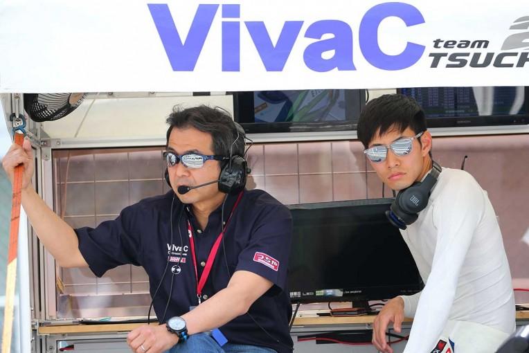 スーパーGT | 「もう止めようと思った」VivaC team TSUCHIYA、新たな目標「GT500」へ船出