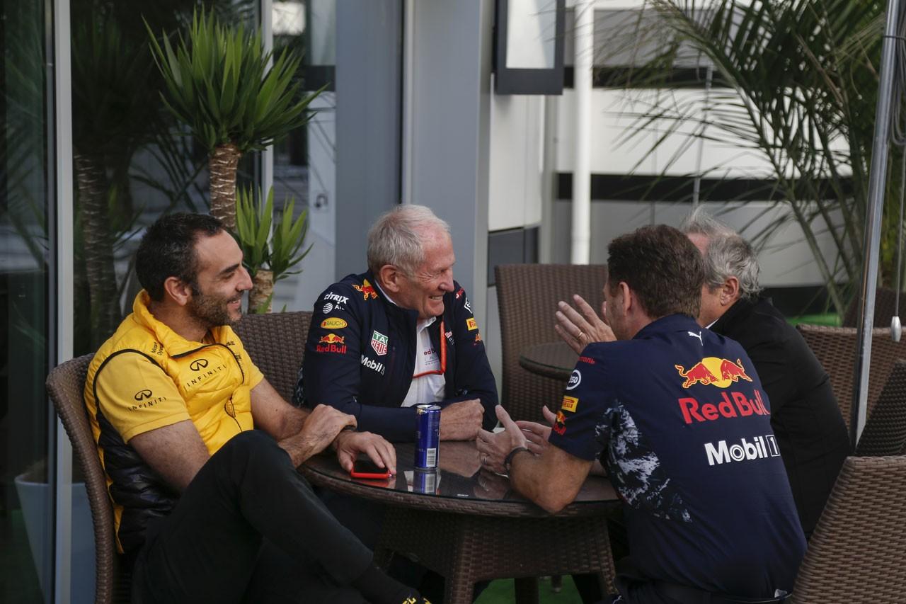2017年ロシアGP ルノーのシリル・アビテブールとレッドブル首脳陣