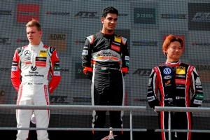 佐藤万璃音はFIAヨーロピアンF3ポー大会でルーキーチャンピオンシップ3位表彰台を獲得